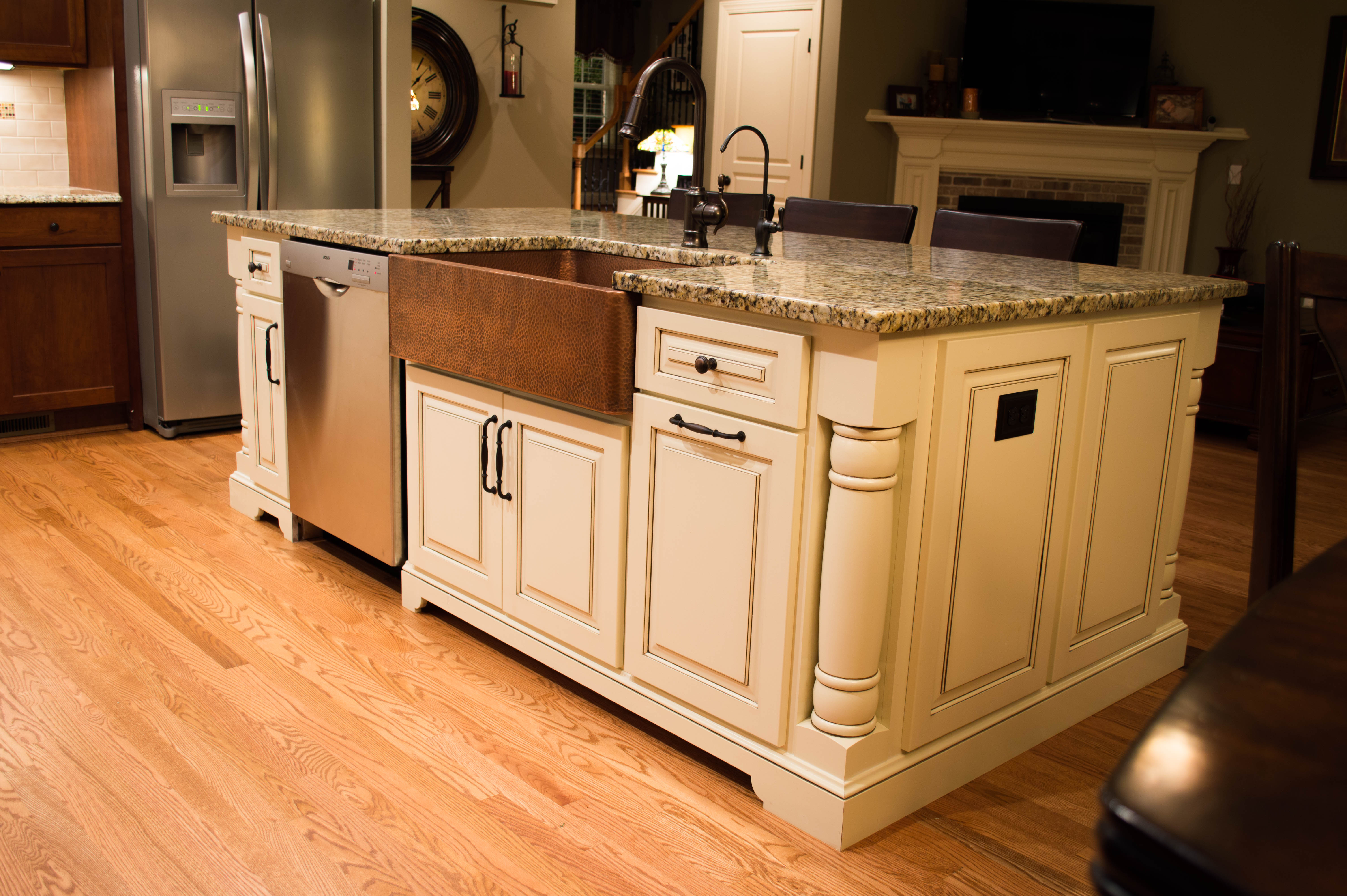custom kitchen island-edgewood cabinetry