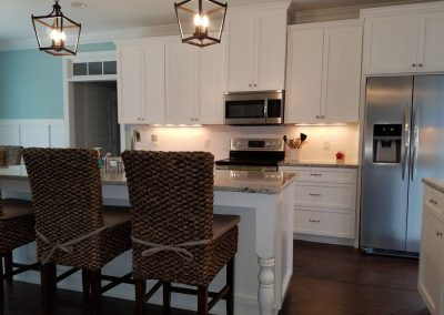 custom white kitchen cabintes